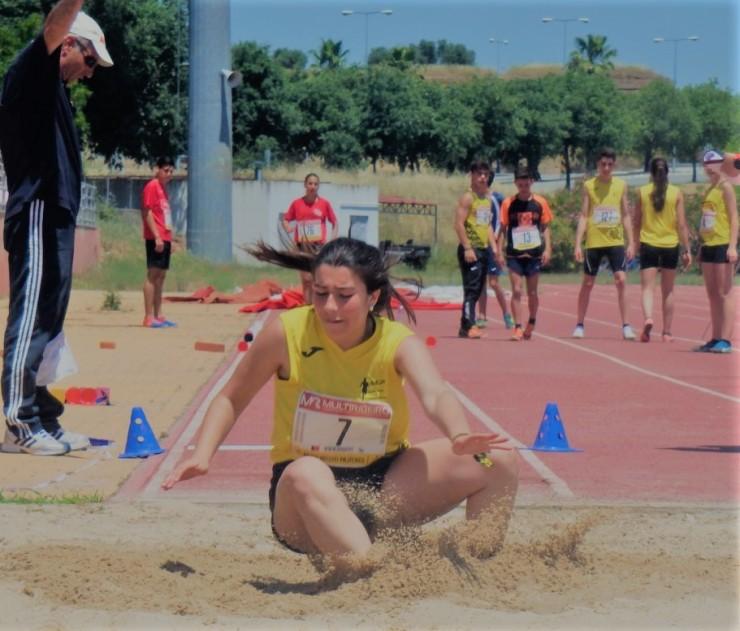Elsa Martins no Salto em Comprimento (foto de Vitorina Mourato)